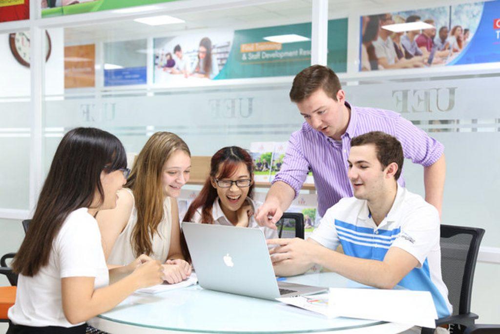 Top 10 ngành học có thu nhập cao cho sinh viên ra trường