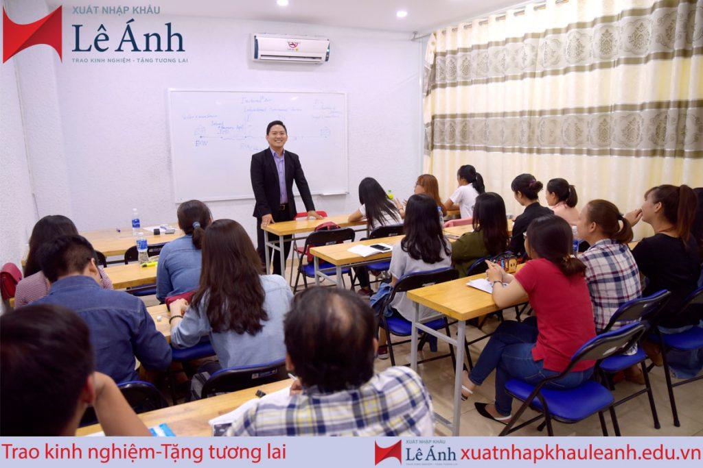 Khóa học xuất nhập khẩu thực tế tại Lê Ánh