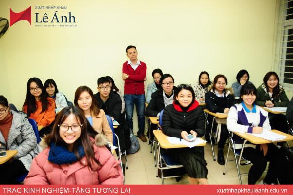 Lớp học xuất nhập khẩu tại Lê Ánh