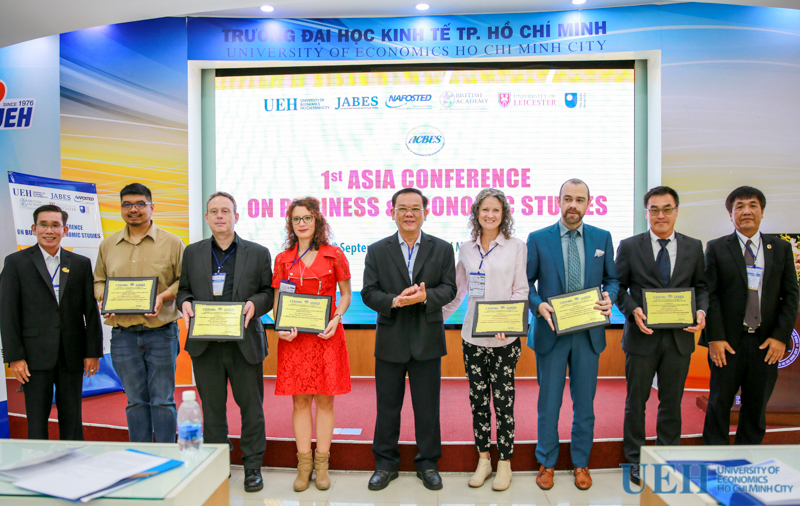 hội thảo kinh tế quốc tế