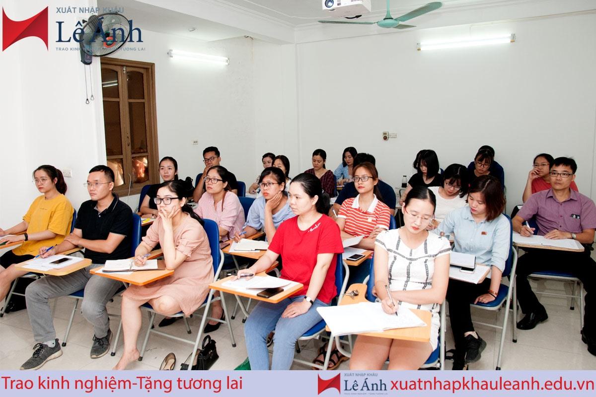 Top 5 trung tâm dạy học xuất nhập khẩu thực tế tốt nhất tại Hà Nội và TPHCM