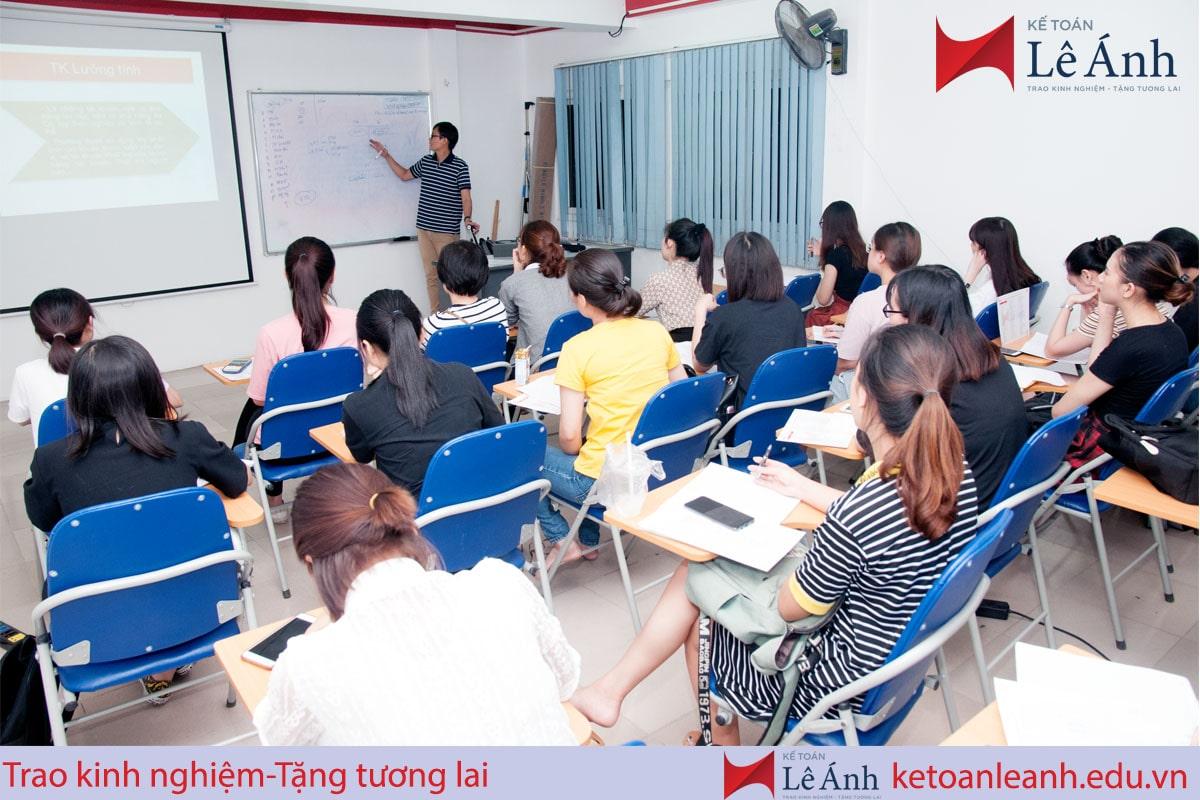 Kinh nghiệm chọn trung tâm đào tạo xuất nhập khẩu uy tín, chất lượng